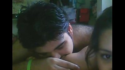 Indian hot Girlfriend bring boyfrnd to her singleroom and fucking